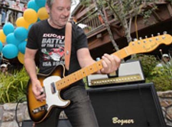guitar player carmel plaza